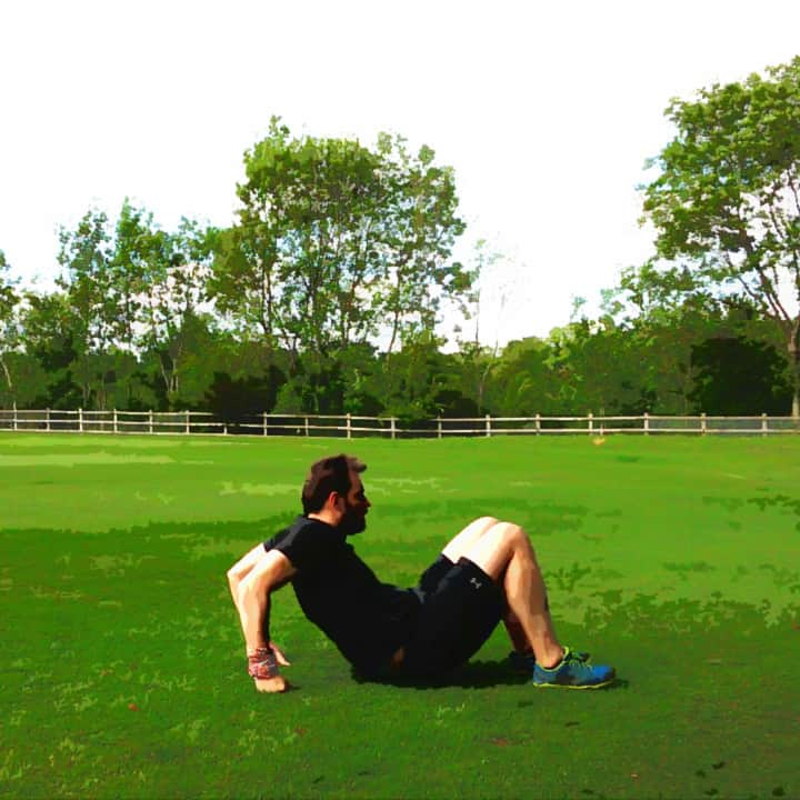 triceps-dip-on-the-ground-2